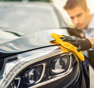 TONY'S ELITE MOBILE DETAILING expert cleaning & polishing black car's exterior